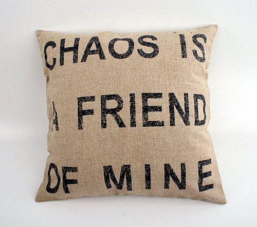 Dekorativní polštář Chaos je můj přítel, 45x45 cm