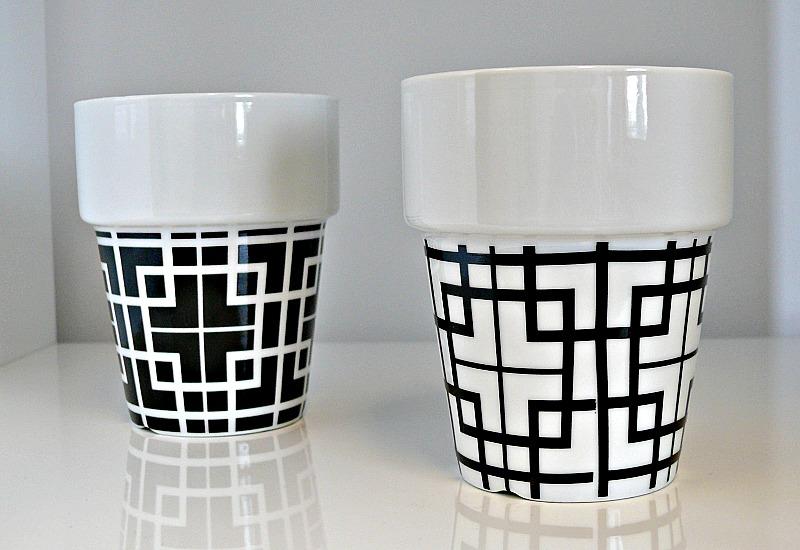 Hrnček porcelánový stohovateľný, štvorce, biela / šedá
