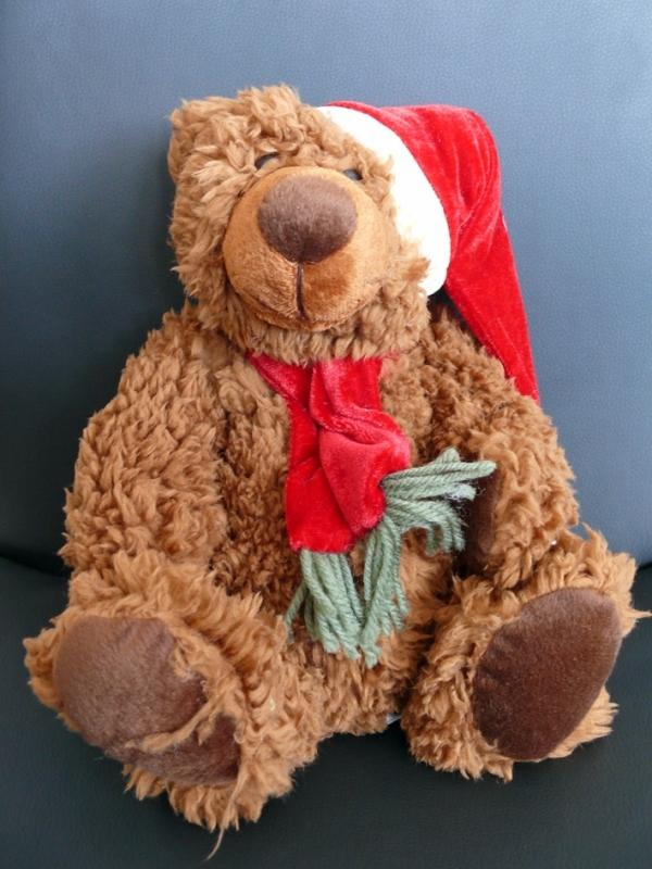 Medvídek Teddy s vánoční čepičkou