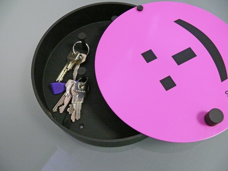 Nástěnná skříňka na klíče Smajlík, 24 cm