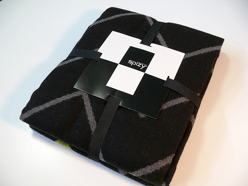 Pléd 130x170 cm, černá s křivkami