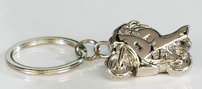 Přívěšek na klíče Moto, 9 cm, stříbrná