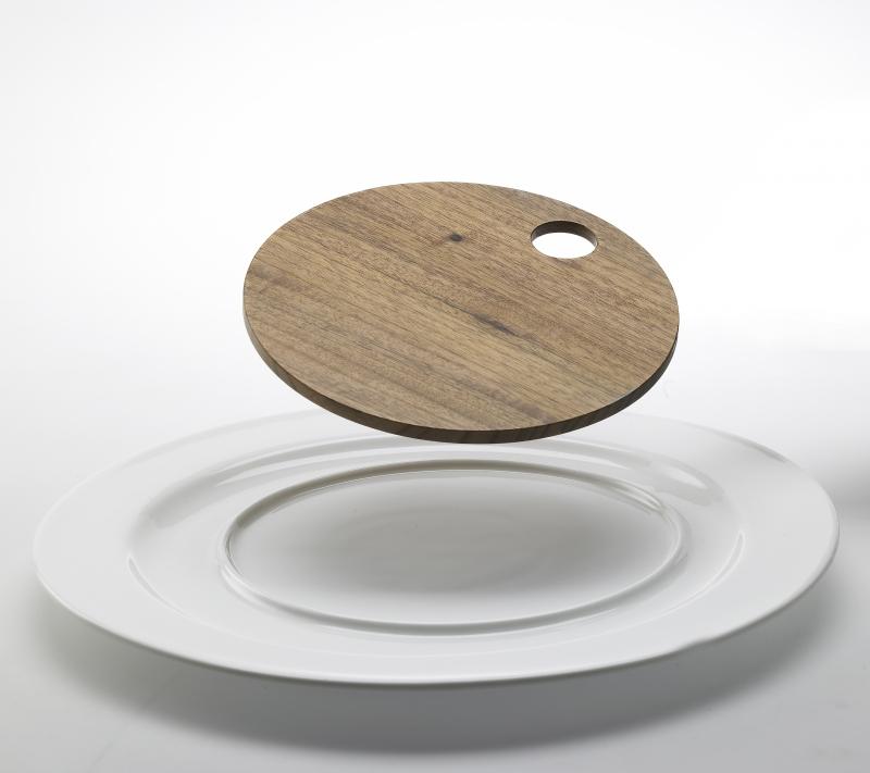 Steakový talíř s ořechovým prkénkem