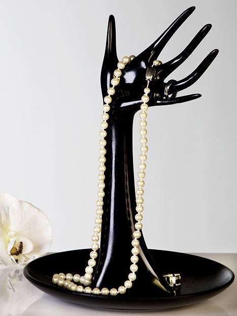 Stojan na šperky Ruka s miskou černá
