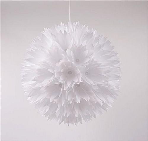 Závěsný lustr z bílých květů Lily